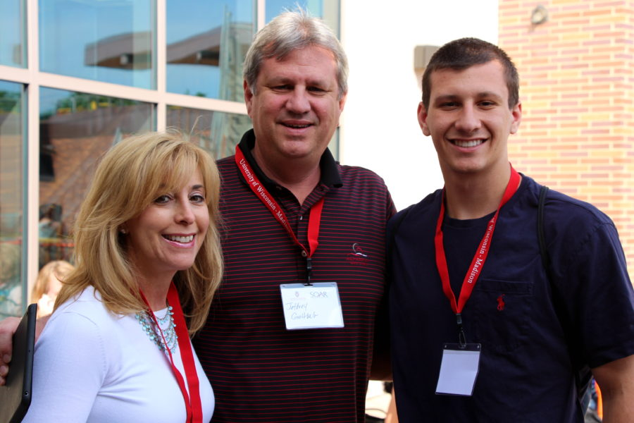 new student and family at Student Orientation, Advising, and Registration (SOAR) website